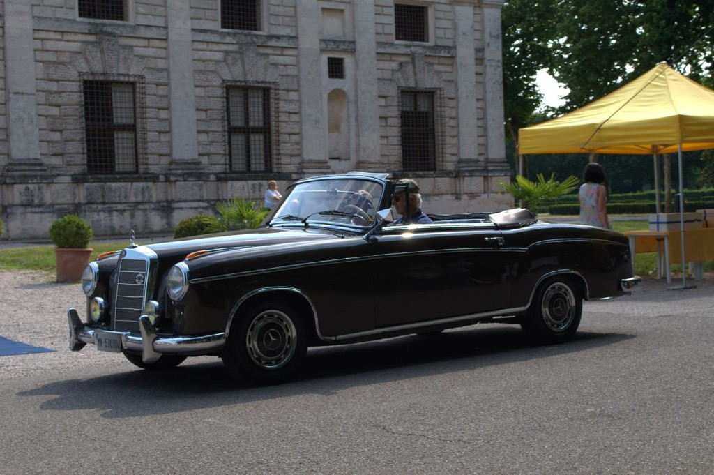 Mercedes_220_cabrio
